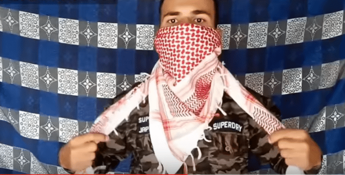 shemagh_as_loose_scarf_3
