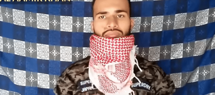shemagh_as_loose_scarf_4